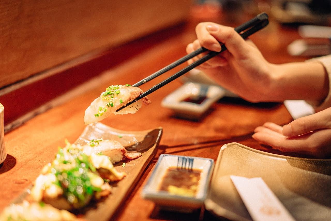 eating-sushi